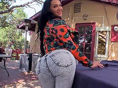 Big Booty Diva With Fake Tits Gets Drilled Outdoor