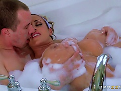 Hot Sex In A Bathtub With The Busty Eva Notty