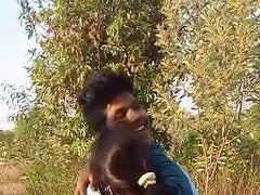 Indian Girl Kissing Free Indian Kissing Porn Video B4