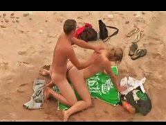 Stroking And Sex On The Beach With Amateur Couples
