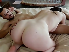 Sexy Teen Chick Mary Jane Mayhem Gives A Hot Blowjob And Gets A Great Lube Job