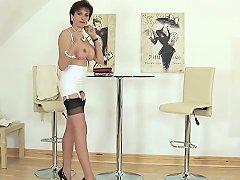 Unfaithful British Milf Lady Sonia Reveals Her Massive Knock