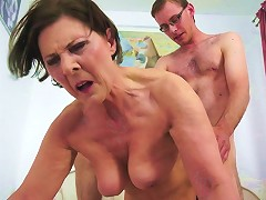 Cougar Never Bothered Shaving Her Slit But Still Feels Fulfilled With The Cock Sliding Down To Her G
