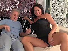 Chubby Mature Bint Likes Riding On Top Of A Thick Shaft