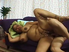 Voluptuous Indian Charmer Gets Fucked Nicely On The Couch