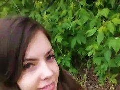 Brunette Teen Shows Her Big Pussy Lips In The Park