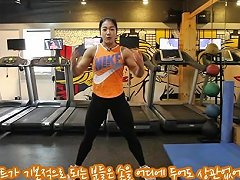 Korean Muscle Girl Showing Some Exercise 01
