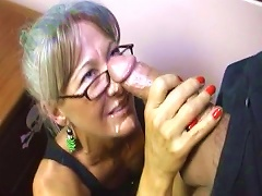 Mature Babe Gives A Gorgeous Handjob